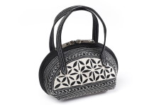 Laga handcrafted vegan handbag free motion embroidered Kecil